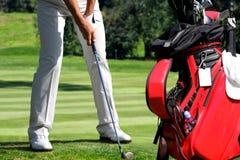 Sirva jugar a golf Imágenes de archivo libres de regalías