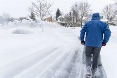 Sirva la eliminación de nieve con un ventilador de nieve #2 Imagen de archivo