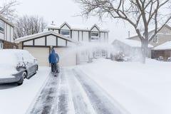 Sirva la eliminación de nieve con un ventilador de nieve #4 Fotos de archivo