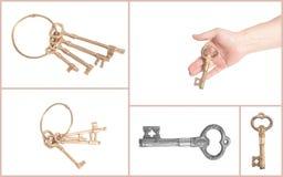 Sirva la mano del ` s con llave de oro antigua imagenes de archivo