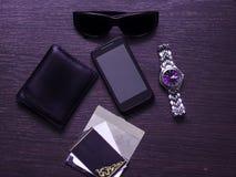 Sirva la maqueta de los accesorios para su mensaje de texto o contenido de los medios Foto de archivo libre de regalías