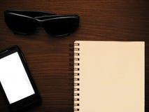 Sirva la maqueta de los accesorios para su mensaje de texto o contenido de los medios Fotografía de archivo libre de regalías