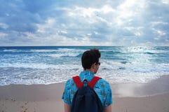 Sirva la mirada en el Océano Atlántico en la playa del sur de Miami fotografía de archivo libre de regalías