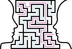 Sirva a la mujer que los perfiles del esquema hacen frente a un rompecabezas en laberinto Imagen de archivo libre de regalías