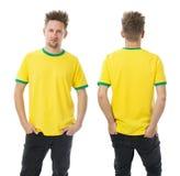 Sirva la presentación con la camisa amarilla y verde en blanco Fotografía de archivo libre de regalías