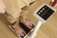 Sirva la situación en la cintura cosechada las escalas digitales abajo Imagen de archivo