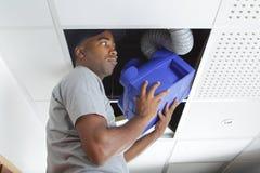 Sirva la unidad apropiada de la ventilación en espacio del tejado foto de archivo libre de regalías