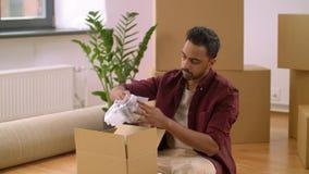 Sirva las cajas de embalaje y la mudanza al nuevo hogar almacen de video