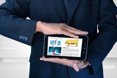 Sirva mostrar la carta del mercado de acción en tableta Foto de archivo libre de regalías
