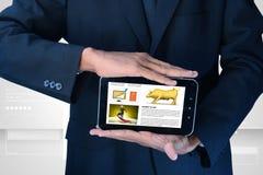 Sirva mostrar la carta del mercado de acción en tableta Imagen de archivo