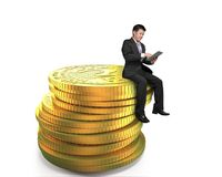 Sirva sentarse en la pila de monedas digitales del signo de interrogación Imagen de archivo libre de regalías