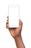 Sirva sostener el teléfono elegante móvil blanco con la pantalla en blanco Imagenes de archivo