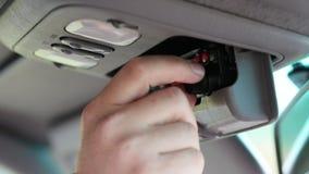 Sirva swithching encendido y la determinación del transmisor-receptor de la radio de coche metrajes
