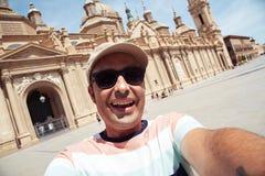 Sirva tomar un selfie en Zaragoza, España Fotos de archivo libres de regalías