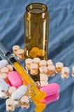 sirynge микстуры бутылки Стоковое фото RF
