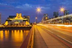 SIS Building In London At-Nacht royalty-vrije stock fotografie