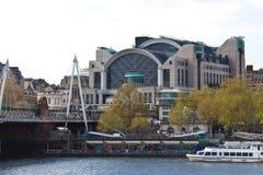 SIS MI6 högkvarter av brittisk hemlig underrättelsetjänst på V Arkivbilder