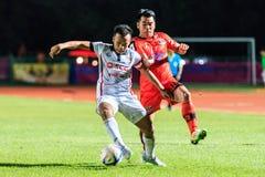 SISAKET TAILÂNDIA 19 DE AGOSTO: Datsakorn Thonglao do use até esgotar de Muangthong Foto de Stock Royalty Free