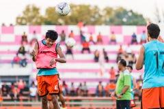 SISAKET TAILÂNDIA 29 DE OUTUBRO: Alongkorn Pratoomwong de Sisaket FC Fotografia de Stock