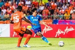 SISAKET TAILANDIA 21 DE JUNIO: Piyawit Janput de Singhtarua FC (Azul Imagen de archivo