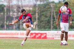 SISAKET TAILANDIA 7 DE MARZO: Douglas Gardozo de Saraburi FC shooti Fotos de archivo