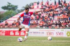 SISAKET TAILANDIA 7 DE MARZO: Douglas Gardozo de Saraburi FC shooti Imagen de archivo libre de regalías