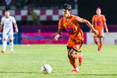 SISAKET TAILANDIA 29 DE OCTUBRE: Alongkorn Pratoomwong de Sisaket FC Foto de archivo
