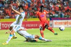 SISAKET TAILANDIA 20 DE SEPTIEMBRE: O J Obatola de Sisaket FC (Orán Foto de archivo