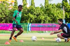 SISAKET THAILAND-AUGUST 3: Belix Kasongo av BEC Tero Sasana FC Royaltyfri Fotografi
