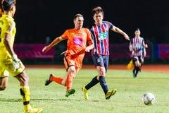 SISAKET THAILAND-AUGUST 3: Brent McGrath av Sisaket FC (apelsin) Arkivbild