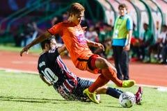 SISAKET THAILAND 3. AUGUST: Ekkapan Jandakorn von Sisaket FC (Orange) Stockbilder