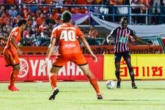 SISAKET THAILAND-AUGUST 3: Gilbert Koomson av BEC Tero Sasana FC Arkivfoto