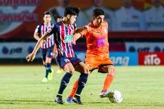 SISAKET THAILAND-AUGUST 3: Gorka Unda av Sisaket FC (apelsin) Arkivbilder