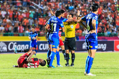 SISAKET THAILAND-AUGUST 12: The referee (yellow) in action durin. G Chang FA Cup between Sisaket FC and Chonburi FC at Sri Nakhon Lamduan Stadium on August 12 stock image