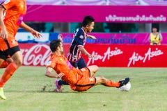 SISAKET THAILAND-AUGUST 3: Victor Amaro av Sisaket FC (apelsin) Arkivbilder