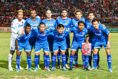 SISAKET 13 THAILAND-AUGUSTUS: Spelers van PTT Rayong FC royalty-vrije stock fotografie
