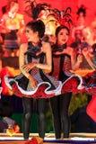 SISAKET THAILAND - DECEMBER 27: Oidentifierade unga dansare Royaltyfri Fotografi