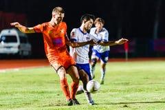 SISAKET THAILAND 23. JULI: Brent McGrath von Sisaket FC (Orange) Lizenzfreie Stockfotografie