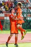 SISAKET THAILAND 23. JULI: Brent McGrath von Sisaket FC (Orange) Lizenzfreie Stockbilder