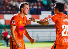 SISAKET THAILAND 23. JULI: Brent McGrath von Sisaket FC (Orange) Stockfoto