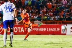 SISAKET THAILAND 23. JULI: Brent McGrath von Sisaket FC (Orange) Stockbild