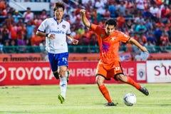 SISAKET THAILAND 23. JULI: Gorka Unda von Sisaket FC (Orange) Lizenzfreies Stockbild