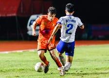 SISAKET THAILAND 23. JULI: Gorka Unda von Sisaket FC (Orange) Stockfotografie