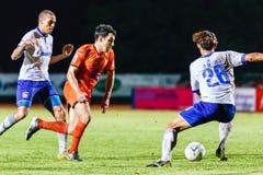 SISAKET THAILAND 23. JULI: Gorka Unda von Sisaket FC (Orange) Stockfoto