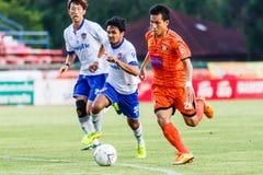 SISAKET THAILAND 23. JULI: Tatree Seeha von Sisaket FC (Orange) Stockfoto