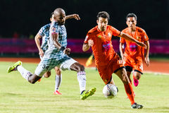 SISAKET THAILAND-JULY 6: Gorka Unda of Sisaket FC. (orange) Royalty Free Stock Photography