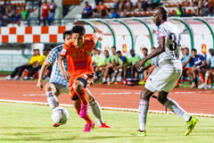 SISAKET THAILAND-JULY 6: Tatree Seeha of Sisaket FC. (orange) Royalty Free Stock Images