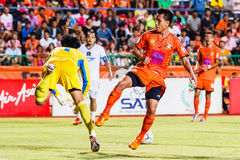SISAKET THAILAND-JULY 13: Tatree Seeha of Sisaket FC. (orange) Royalty Free Stock Photography