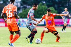 SISAKET THAILAND-JUNE 29: Leandro Tatu of Bangkok Utd. (grey) Royalty Free Stock Photos