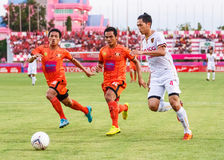 SISAKET THAILAND-JUNE 8: Piyaphon Phanichakul of Muangthong Utd. Royalty Free Stock Photography